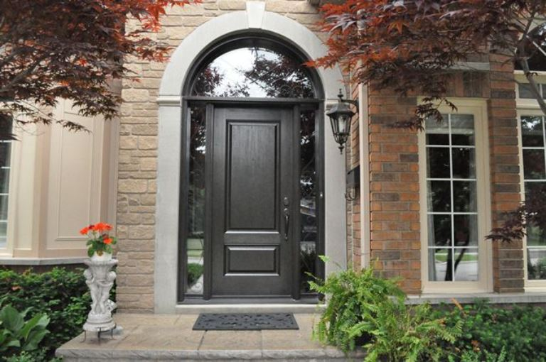 choosing-fibreglass-or-wood-doors-for-your-home